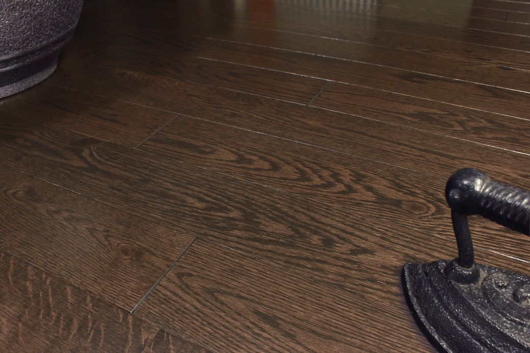 photo of Red Oak Brownie hardwood flooring from our classic collection
